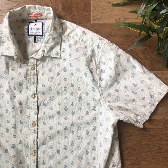 1a4ec26ce75 Denim and Flower Other - Denim   Flower Button Down Short Sleeve Cactus Top